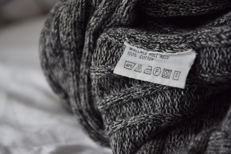svetr je bavlněný a moc příjemný na dotek