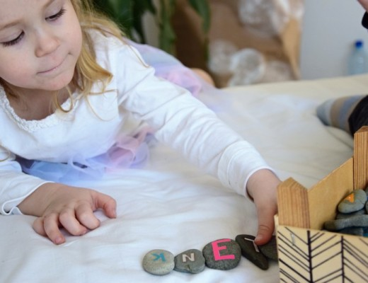 Oblázková abeceda podle principů Montessori