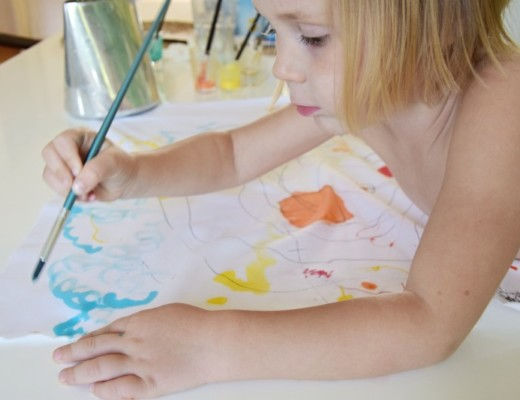 Seriál jak zabavit děti: Malování na textil (tip na DIY dárek)
