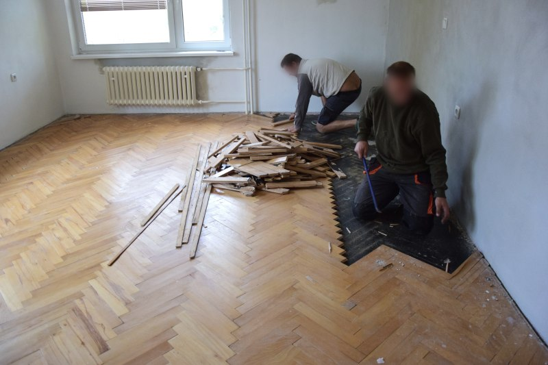 demontaz-parket-nivelace-betonovani-podlah-tamarki-1