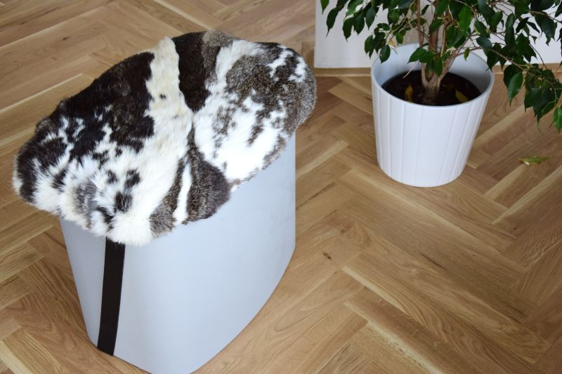 DIY taburet vyrobený kompletně z recyklovaných materiálů