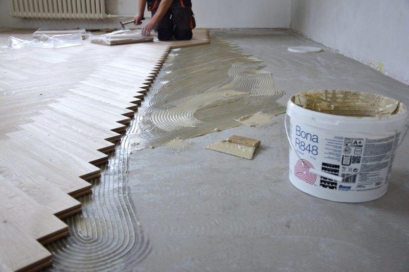 renovace-podlah-pokladka-parket-postup-lepeni-parkety-tamarki-14