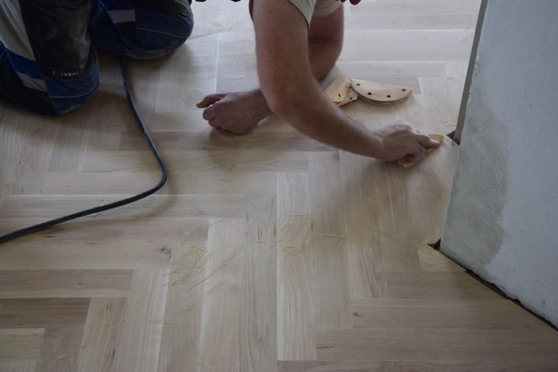 renovace-podlah-pokladka-parket-postup-lepeni-parkety-tamarki-21