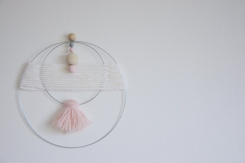 diy-vlnena-dekorace-weaving-walhanging-woven-decoration-plsteni-tamarki-4