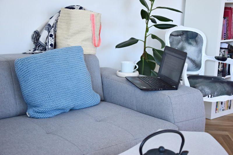 moderni-rohova-sedaci-souprava-recenze-diy-dekorativni-polstar-tamarki-10