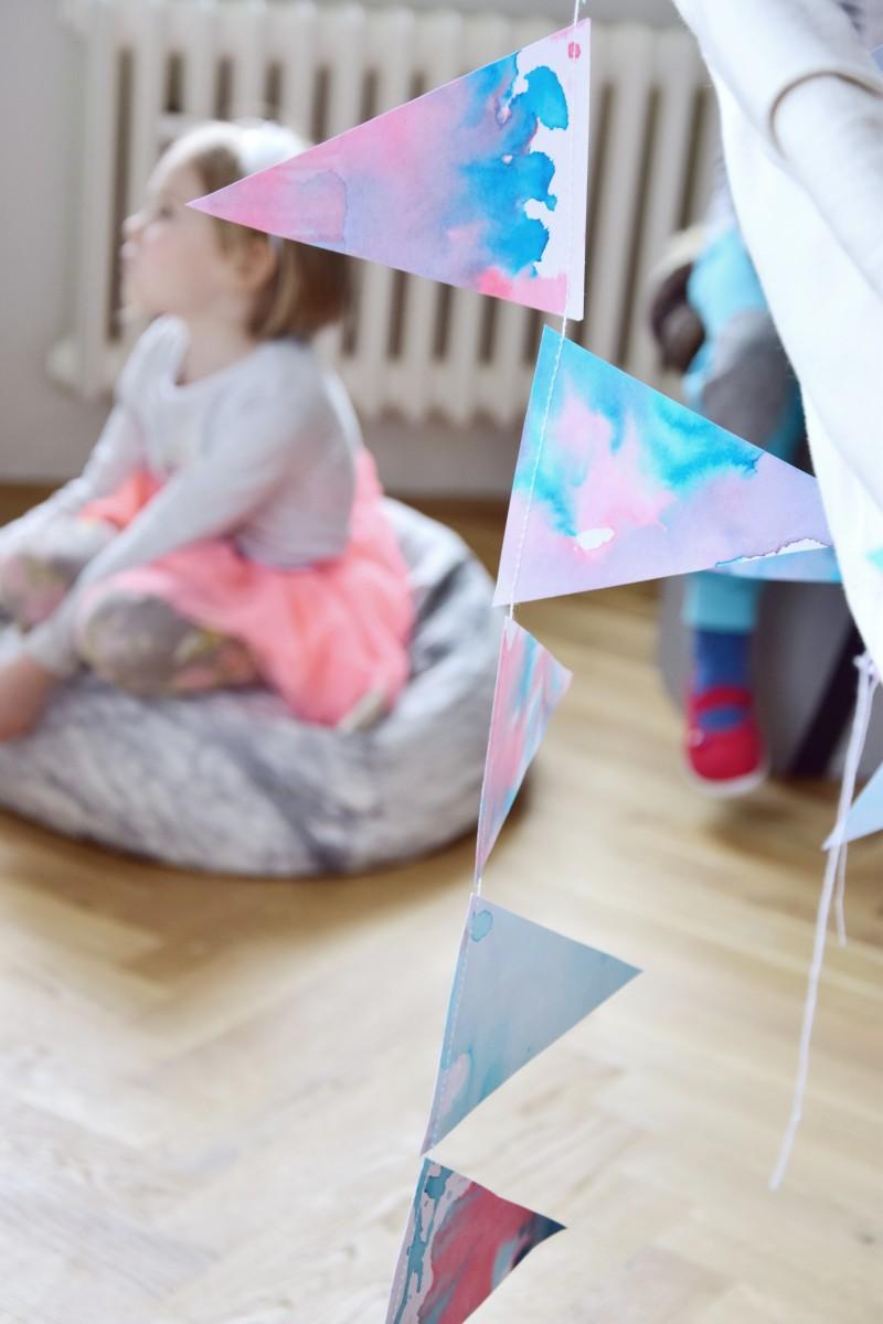Jednoduchá DIY girlanda na dětskou narozeninovou párty